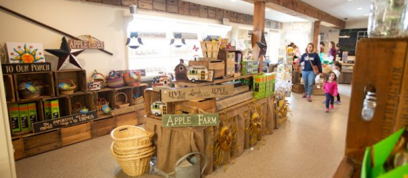 Highland_orchards_fundraising_apple_farm_market
